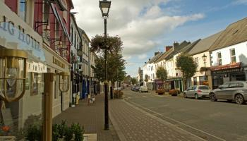 Carrick-on-Suir traders oppose plan to more than halve Main Street parking spaces