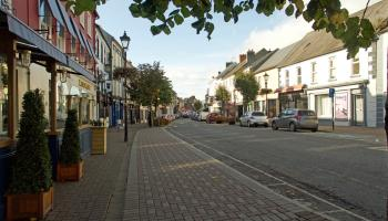 Councillor objects to regeneration scheme proposal to remove 30 parking spaces from Carrick-on-Suir's Main Street