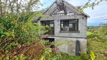 Fancy owning a project property? Unfinished house with stunning views for only €35,000