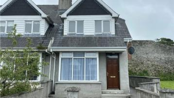 Well presented 3-bedroom conveniently located house in Cashel for €150,000