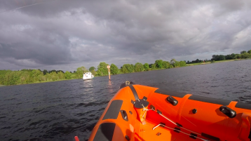 Lough Derg RNLI come to the aid of cruiser aground near Terryglass harbour
